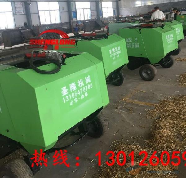 牵引式小麦秸秆打捆机田间作业