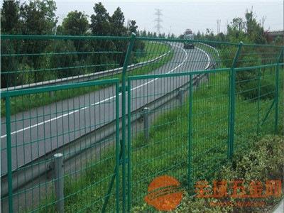 公路护栏网产品特征 公路护栏网产品材质 公路护栏网产品适用范围