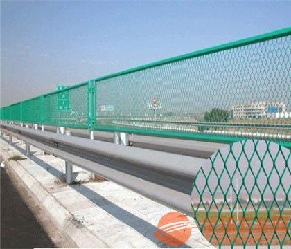 钢板护栏网产品颜色 钢板护栏网产品外形 钢板护栏网产