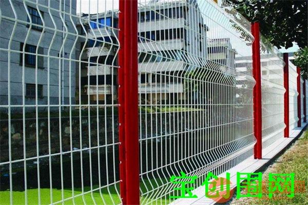 三角折弯护栏网产品材质 三角折弯护栏网产品说明 三角