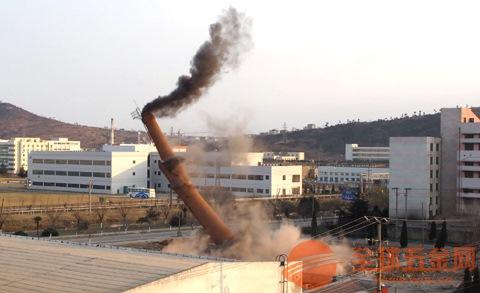 45米砖烟囱定向爆破拆除