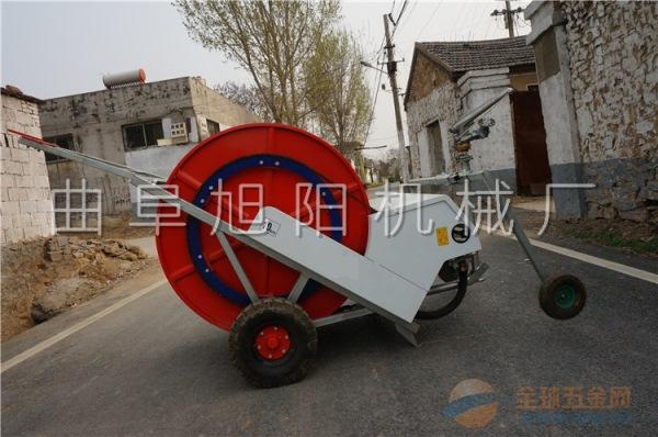 厂家直销大型浇地机移动式绞盘喷灌机PE管自动回收喷灌机