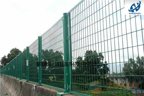 道路防护网生产厂家@公路防护铁丝网价格多少钱一套