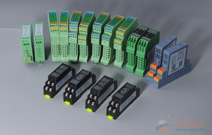 NHR-M31系列智能电压电流变送器 单通道、双通道。 直流电压、电流输入。 模拟量、RS-485、继电器接点信号输出。 输入/输出/电源三隔离。 传输精度±0.2%。 模块化设计,体积小,功耗低。 全智能,数字化,可编程。 各端子可带电插拔,便于安装、维护。 标准的35mmDIN导轨卡式安装。 概述 将直流电压或电流信号经过隔离传送,转换成所需的信号给其它仪表。可以与单元组合仪 表及DCS、PLC等系统配套使用,给予现场仪表信号隔离、信号转换、信号分配、信号处理等,从而提高工业生产过程自动