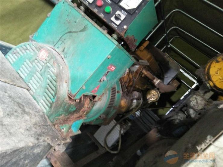 南沙旧汽车发电机回收上门服务 益夫回收二手发电机组-- 机器各部的灰尘、油污及积炭; 检查机油、柴油、冷却水是否充足,必要时予以加添; 检查机器各部的螺丝是否松动,检查风扇、充电机、水泵皮带的张紧力,发现问题及时处理; 检查空气格的清洁度; 检查电器部分的外部线端子有无松动现象。 广州二手空调回收 益夫回收专业高价回收废旧发电机收购,船用50Hz或60Hz交流发电机多为三相同步发电机。按发电机组可分为燃气发电机、汽轮发电机和柴油发电机三种。在一些大型船舶及某些舰艇上,采用汽轮发电机或燃气轮发电机。一般船舶