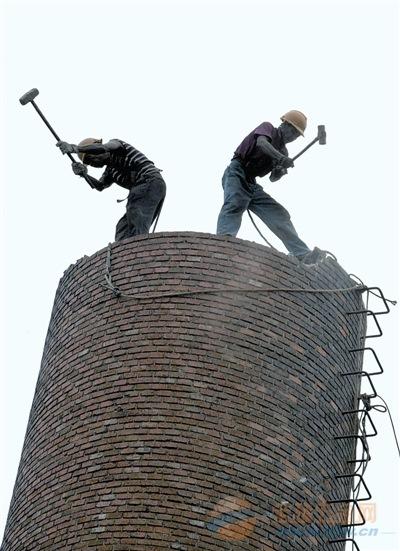 新聞︰三水區混凝土煙囪拆除