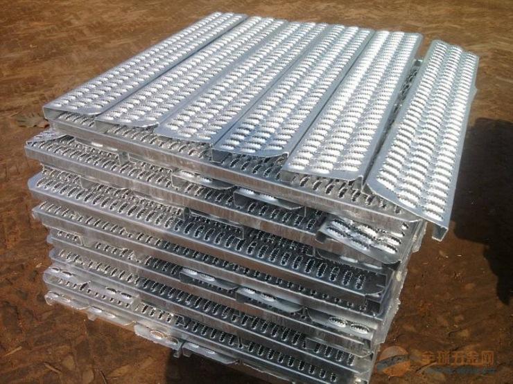 高品质镀锌防滑板,冲孔防滑板,冲孔鳄鱼嘴防滑板