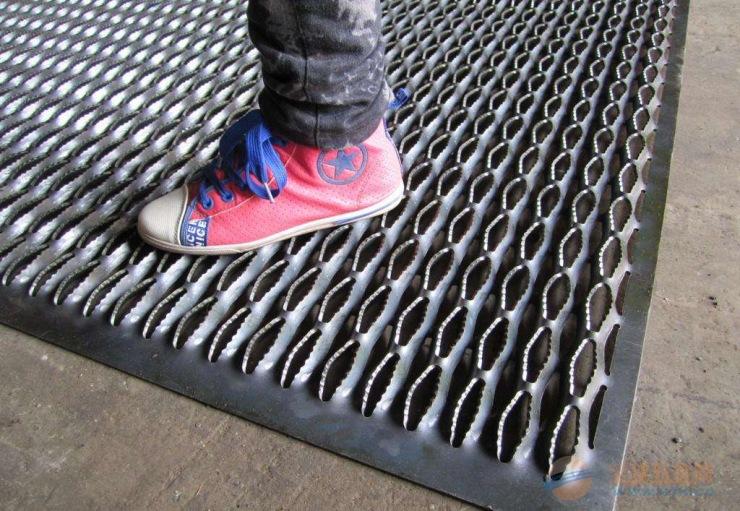 高品质铝板防滑板,不锈钢防滑板,铝板脚踏网