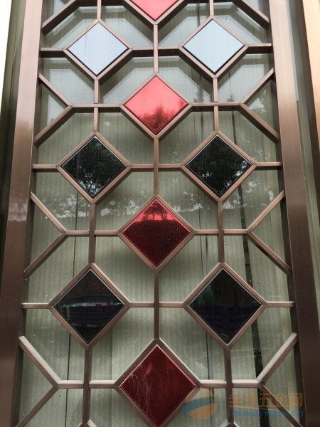 更多 不锈钢隔断  佛山市恒泰大型不锈钢装饰板厂,占地8000余平米.