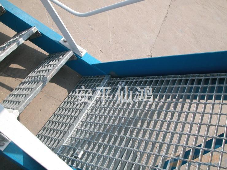 青岛钢格板楼梯踏步板,山东钢梯板供应商,钢格板脚踏板价格