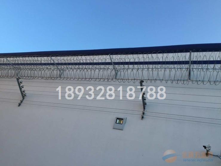 围墙加装刀刺网-品字形刀刺网生产厂家