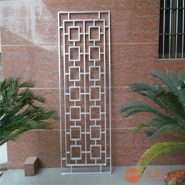 因为它在不锈钢防盗窗的基础上面添加了精美窗花的花纹,具备了不锈钢