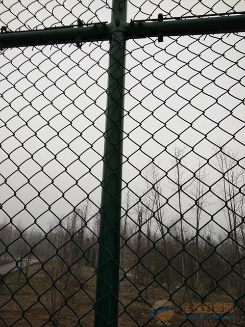 篮球场网围栏供应商篮球场网围栏多少钱&河南许昌篮球场网围栏
