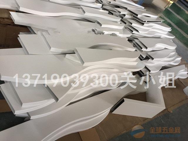 弧形造型铝方通吊顶