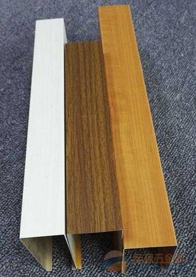 仿木铝方通色泽丰富、高端大气