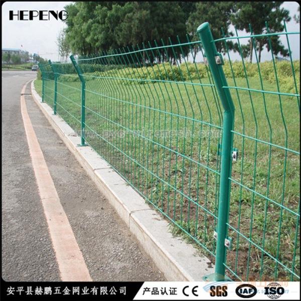 现货供应圈地护栏网 双边丝围栏网