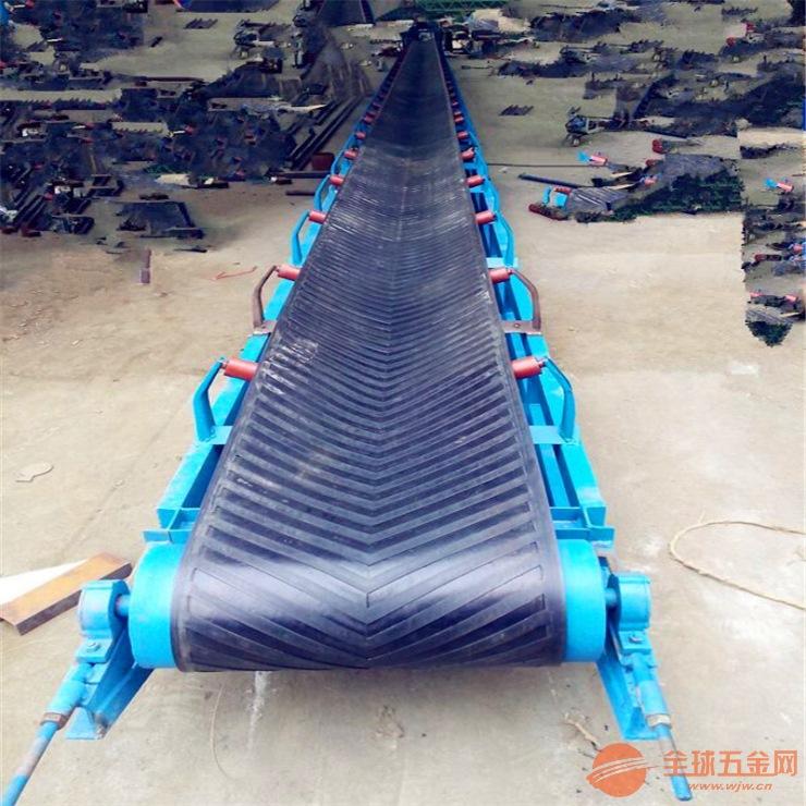 绿色PVC 格挡平板皮带机 倾角爬坡皮带输送机