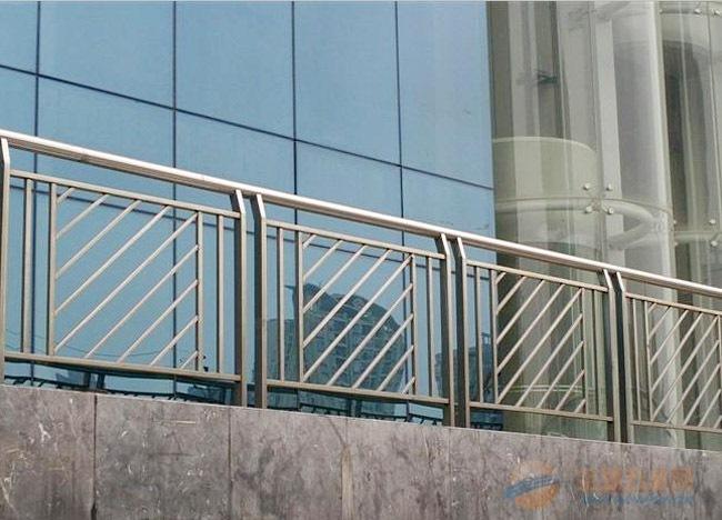 供应装饰百叶铝型材,遮阳百叶铝型材,阳台护栏百叶,挤压生产