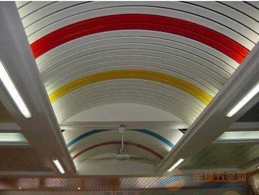 高铁站白色U型铝条扣