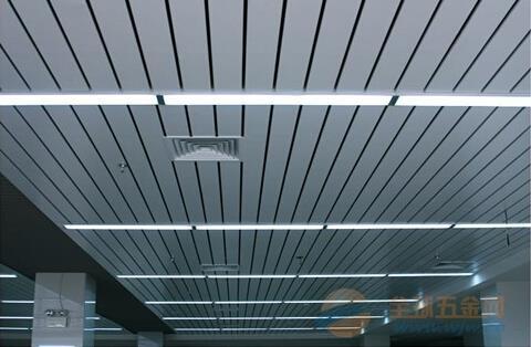 郑州市高铁站白色U型铝条扣