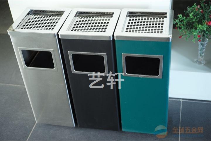 广西室内不锈钢垃圾桶批发厂家—桂林走廊烟灰桶供应商 联系人;谢先生 13431644283/QQ2773263128/15112992882 垃圾桶,又名烟灰桶、垃圾箱、果皮箱以及废物箱,就是装放垃圾的地方。垃圾桶多数以金属(不锈钢、铁烤漆为主)或塑胶制,用时放入塑料袋,当垃圾一多便可扎起袋丢掉。多数垃圾桶都有盖以防垃圾的异味四散,有些垃圾桶可以以脚踏开启。  垃圾桶就使用场合可分为公共垃圾桶和家庭垃圾桶。就盛放垃圾形式可分为独立垃圾桶和分类垃圾桶。就加工材料可分为塑料垃圾桶、不锈钢垃圾桶、陶