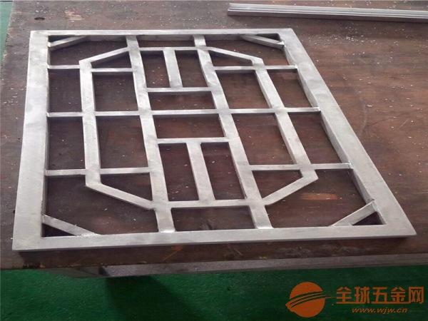 型材铝窗花-别墅复古木纹铝窗花-铝窗花生产厂家