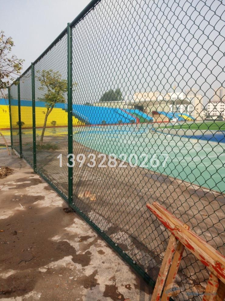 长沙厂家定做球场围栏网_包塑勾花网护栏