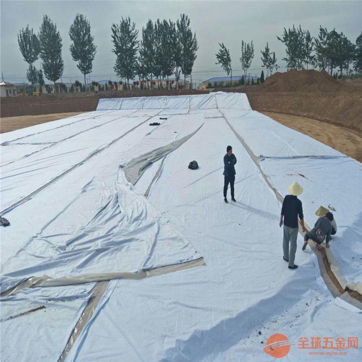 人工湖800克复合土工膜的施工方法