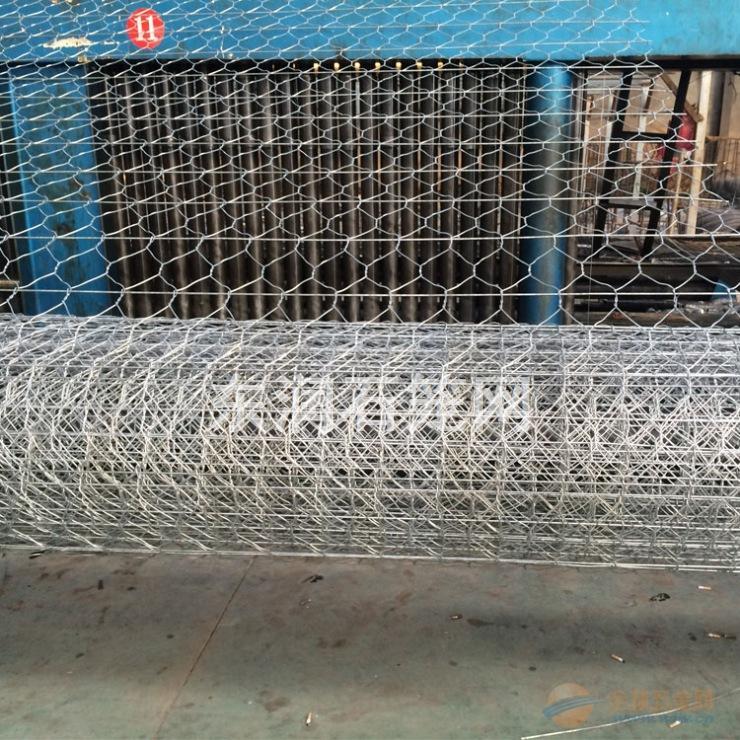 铁丝笼是由铁丝编织的网格或焊接而成的结构物.