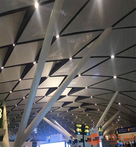 铝方通生产厂家-地铁站-木纹铝方通价格-铝方通厂家-木纹铝方通吊顶价格