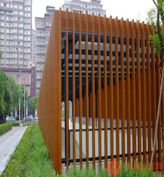 铝方通生产厂家-广场-木纹铝方通厂家-铝方通厂家-生态木方通吊顶效果图
