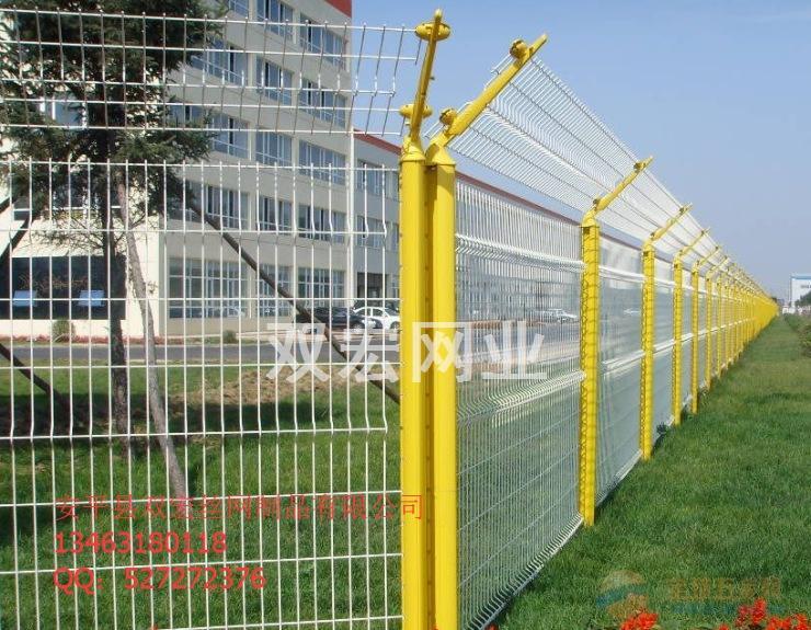 浸塑三角折弯护栏网