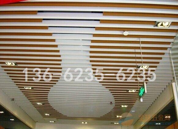 广州德普龙,驰骋建筑装饰材料26年,可谓是铝天花,铝天花行业的开创者,在过去 的26年间,勤劳的德普龙人艰苦创业,从零做起的,企业的集团化规模日渐形成,已经成长为 国内知名品牌,在铝单板,木纹铝单板 ,铝格栅,铝扣板,镀锌钢板天花,铝方通,铝天 花,铝卷材等领域享有盛誉,是国内同行业最具规模的铝制天花生产商之一。 德普龙装饰材料有限公司依托高素质的人才管理,雄厚的技术力量,精良的生产装备,先 进的生产工艺,年生产工业铝合金挤压铝方管天花产品达30000吨,产品远销祖国各地,是 当前国内工业铝合金挤压产品的