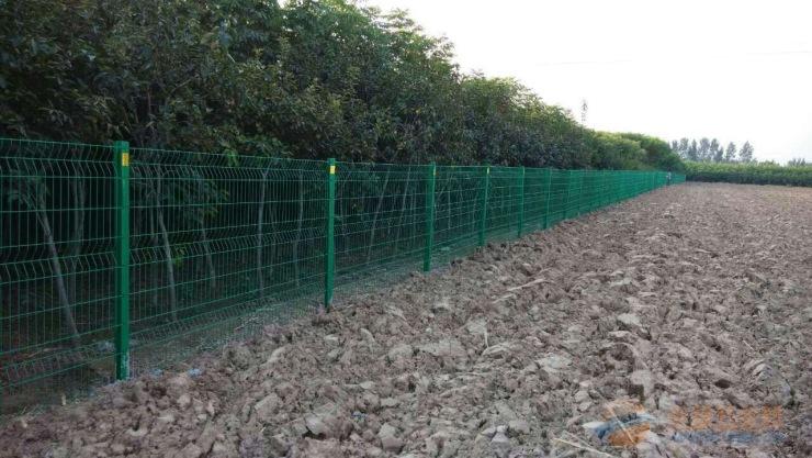 石嘴山体育场护栏网施工