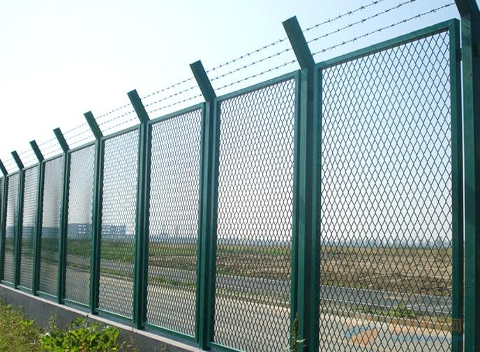 青岛护栏网价格/护栏网规格/厂区围墙护栏网【质优价廉