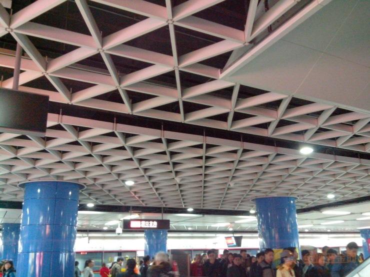 铝格栅天花吊顶,如果想要特别的装饰效果,那选择三角铝格栅吊顶天花准