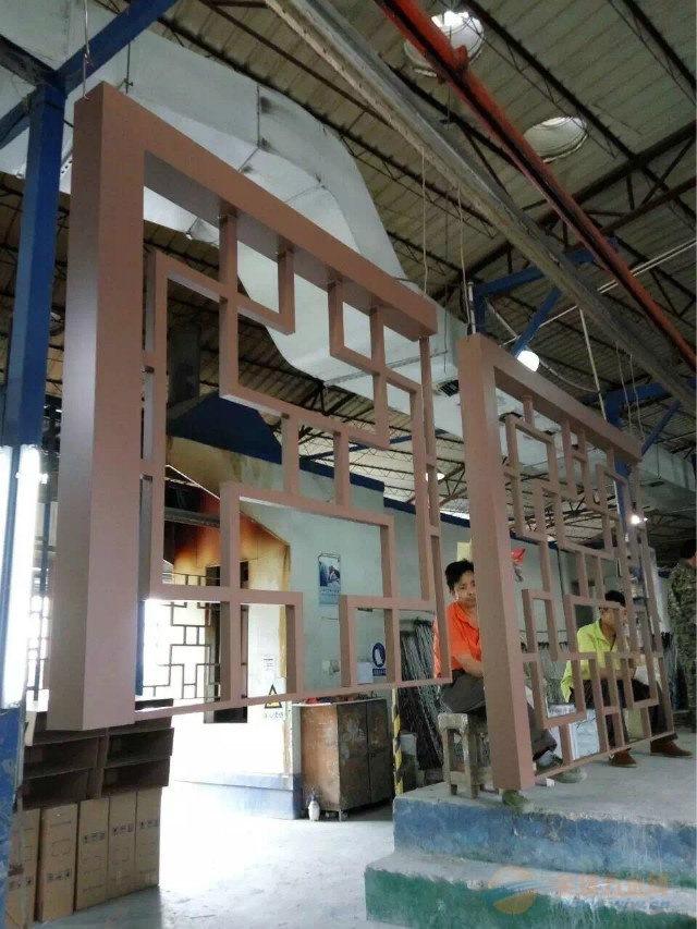梁柱金属木纹铝窗花制作工艺哪家更好