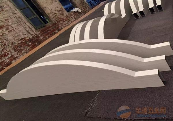 弧形铝方通工艺-装饰造型大堂弧形铝方通吊顶
