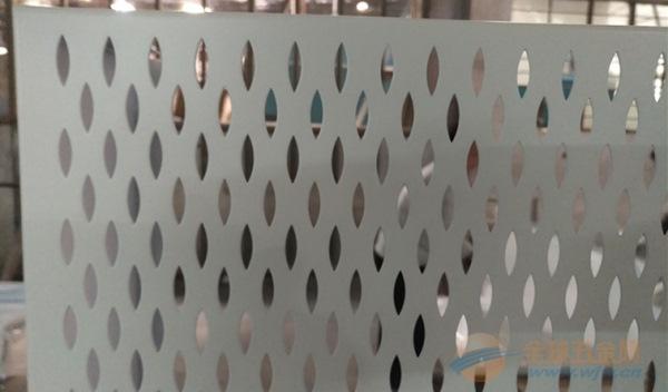 河池市启辰天花镀锌钢铁板,4S店展厅柳叶孔铝板规格