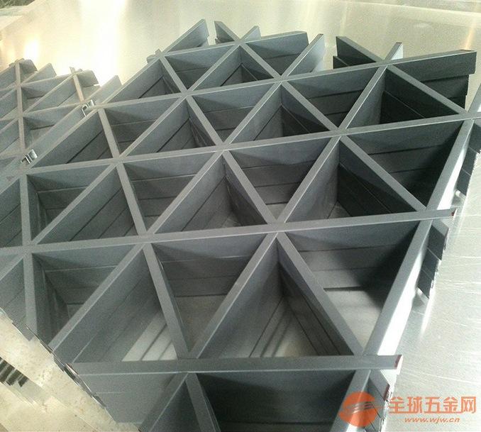 厂家供应仿木纹三角形铝格栅-板材三角形铝格栅?