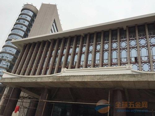 供应木纹铝花格_商业街道改造装饰木纹铝窗花