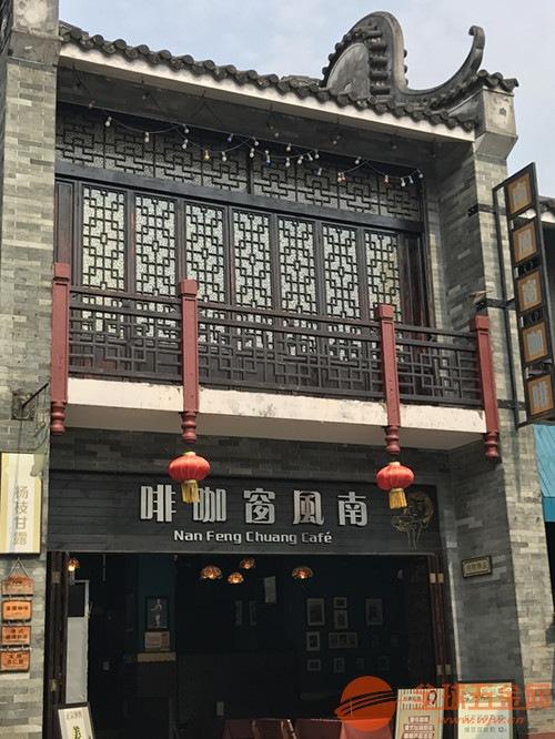 供应县城商业街道改造木纹铝窗花_仿古木纹铝挂落