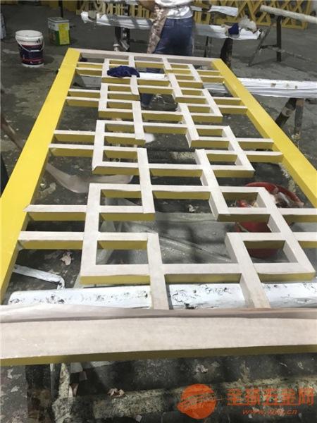 服务区复式护栏木纹铝花格 仿古西字格铝窗花