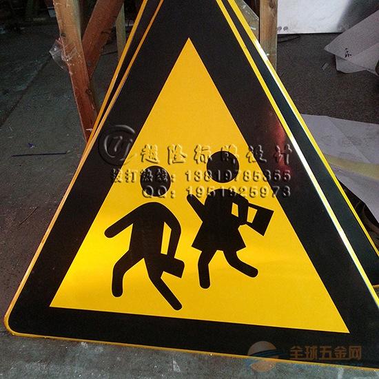 湖北省道路交通安全标志牌生产源头厂家定制圆形三角折边公路安全警示标志牌