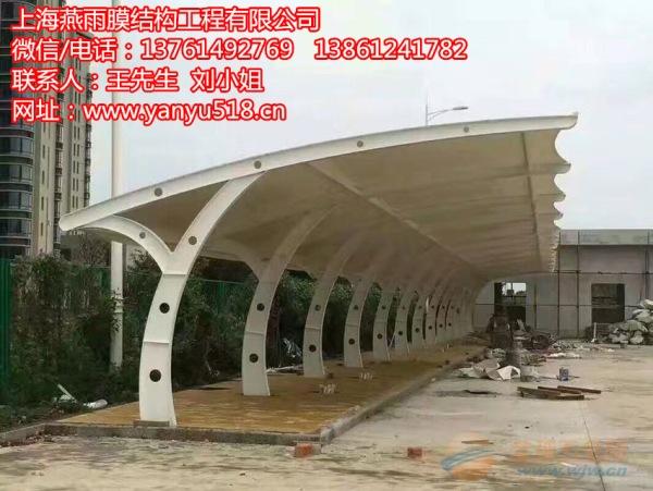 平湖市单开立柱钢结构停车蓬立柱焊接安装