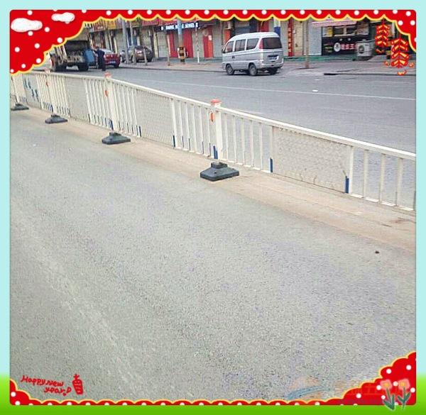 城市道路隔离栅 锌钢护栏源头厂家