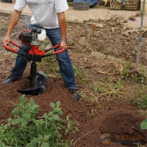 聂荣研制的新款挖坑机效率很高品质之选