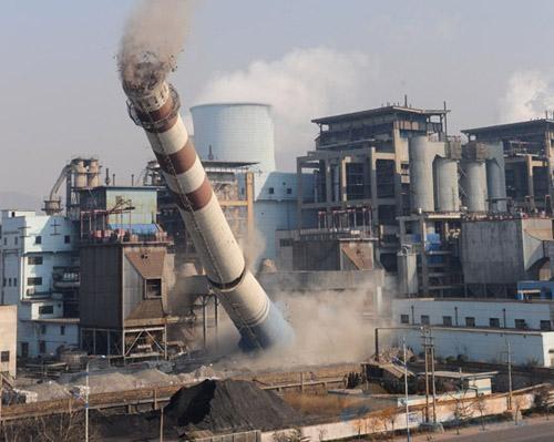 成都30米砼烟囱拆除公司免费咨询报价
