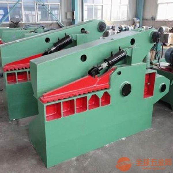 该机适用于金属回收加工厂、报废汽车拆解场、冶炼铸造行业,对各种形状的型钢及各种金属材料进行冷态剪断、压制翻边,以及粉末状制品、塑料、玻璃钢、绝缘材料、橡胶的压制成型,为回炉冶炼提供最佳炉料。 该机采用液压传动,与机械传动式剪断机相比,具有体积小、重量轻、能耗低、惯性小、噪音低、动作平稳、操作方便、灵活、剪切断面大、剪刀口调整方便等优点,操作使用安全,易于实现过载保护。   该机具有手动、自动功能,剪刀口在工作过程中的任何位置都能剪切和停止。并可根据被剪物料的大小,任意控制剪切口的大小,以取得最高的工作效益