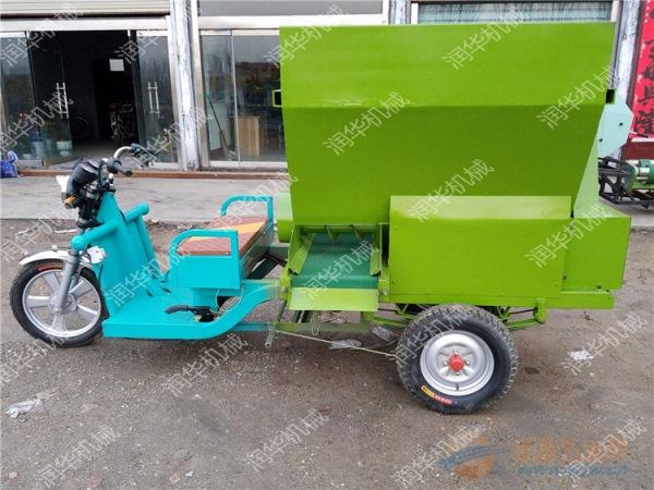 青贮喂料机价格 哪里生产牛羊柴油撒料车 现代化养殖电动撒料车